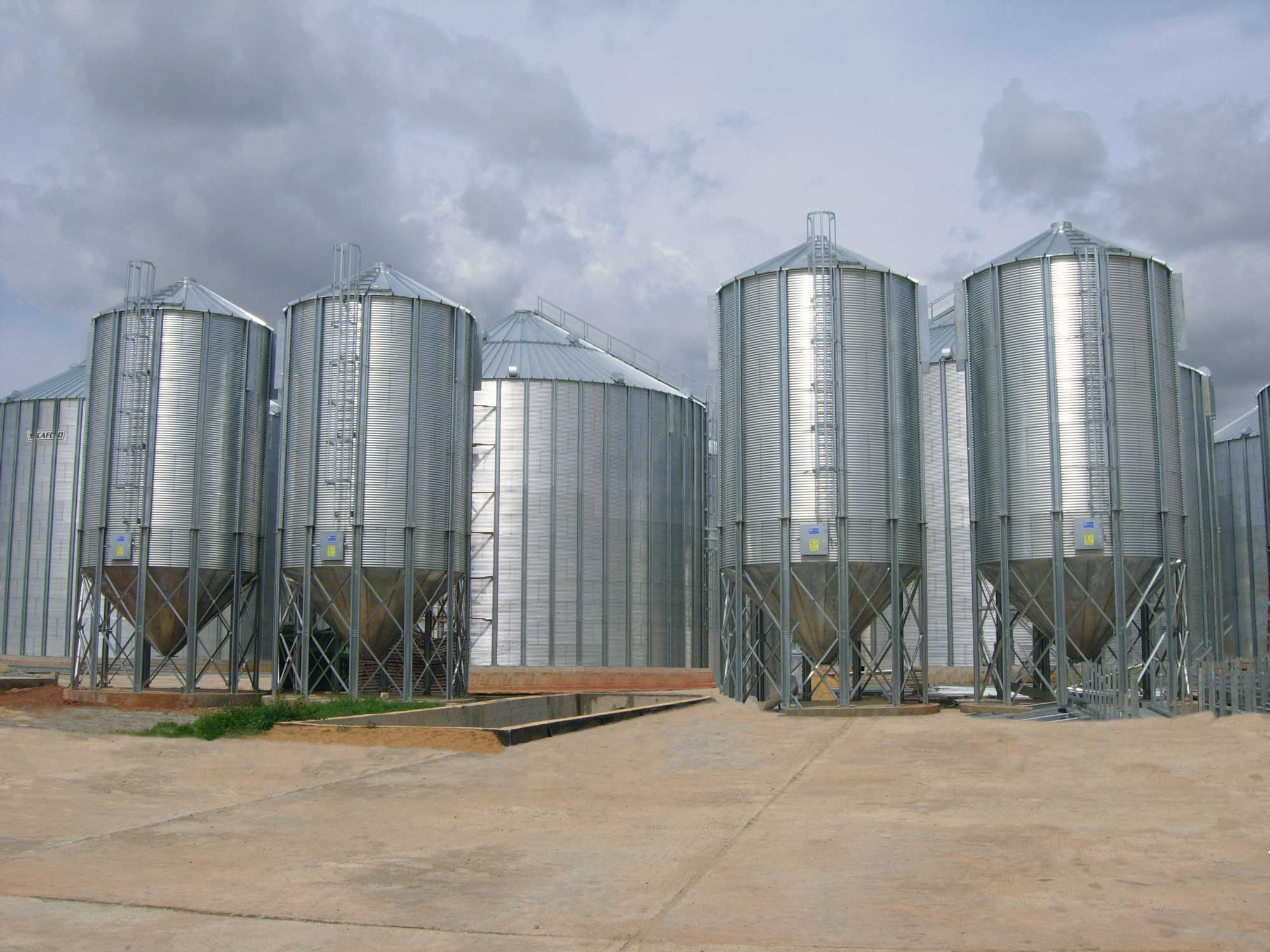 SCAFCO hopper bottom bins next to grain bins